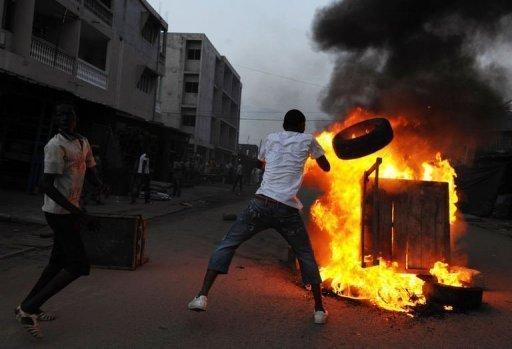 Les émeutes de l'électricité reprennent dans la banlieue