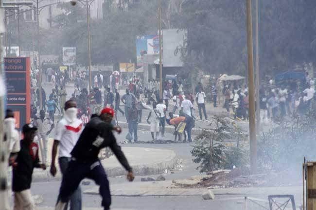 Avenue Cheikh Anta Diop: échauffourées entre policiers et étudiants de «Macky Sall»