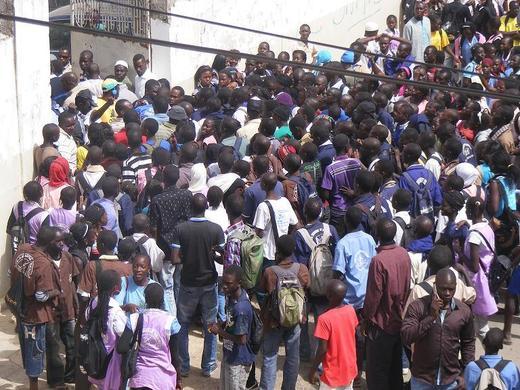 [Photos] Rufisque : la route nationale barrée suite à une manifestation d'élèves  du lycée moderne