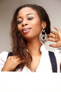 De la musique au service du social : Adjouza joue à la mére Théréza