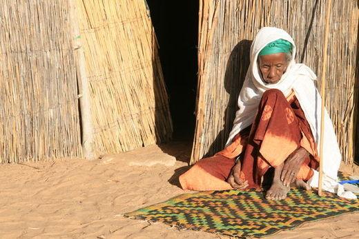 La maladie d'Alzheimer,  un frein au travail décent des femmes sénégalaises S'il est une réalité admise dans beaucoup de  sociétés, c'est bien le soin apporté par les femmes dans la prise en charge d'une maladie. En effet, les femmes partout dans le