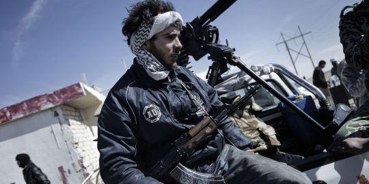 Libye : Les insurgés en déroute, Kadhafi reprend ville après ville