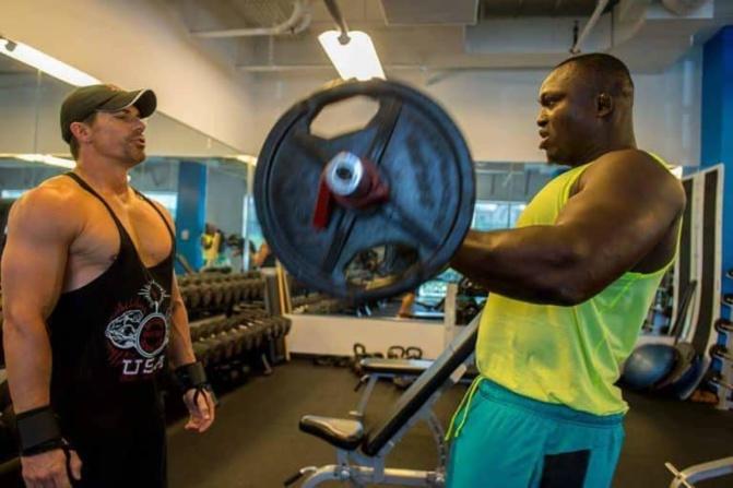 Musculation, boxe et du footing, le quotidien de Modou Lo en Espagne