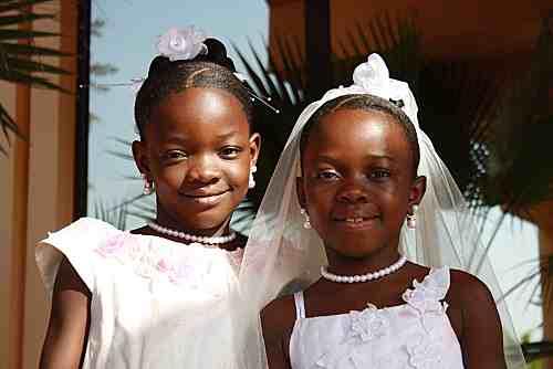 Rapport : les mariages d'enfants font perdre des milliards de dollars à l'Afrique