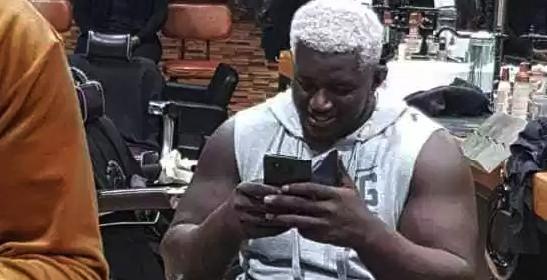 """Arrêt sur image: Balla Gaye 2 surprend en mode """"cheveux blancs"""""""