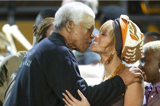 Nelson Mandela et Beyoncé en 2004 AP/SIPA