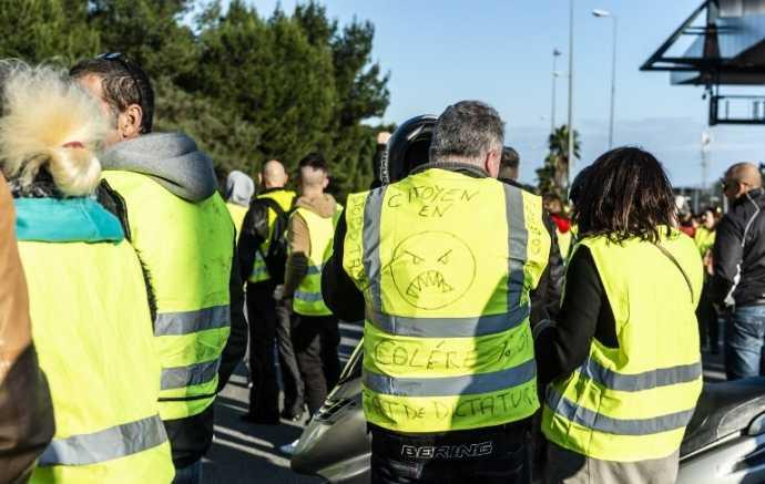 """Les """"gilets jaunes"""" soutenus par 72% des Français, après les violences de samedi à Paris."""
