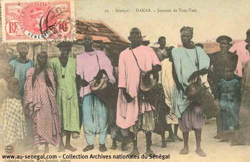Carte postale : des joueurs de tam-tam sénégalais