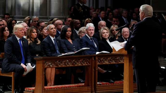 Donald et Melania Trump, Barack et Michelle Obama, Bill et Hillary Clinton et Jimmy et Rosalynn Carter étaient installés au premier rang de la cathédrale. POOL / REUTERS