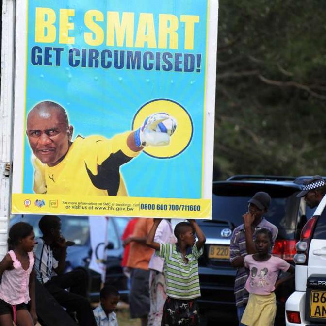 Affiche de sensibilisation au Botswana en 2012. MONIRUL BHUIYAN/AFP