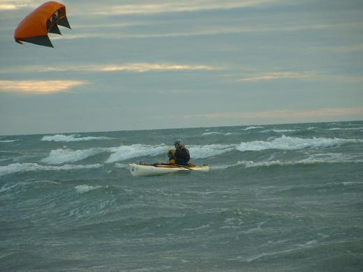 Stéphane Blanco teste le prototype Volanz pendant une tempête sur la côte vendéenne dans l'ouest de la France. Photo : Jean-Paul Gendry.