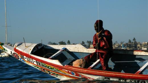 Un pêcheur tient une corde de cerf-volant. Photo: Rémy Frappas-Denis.