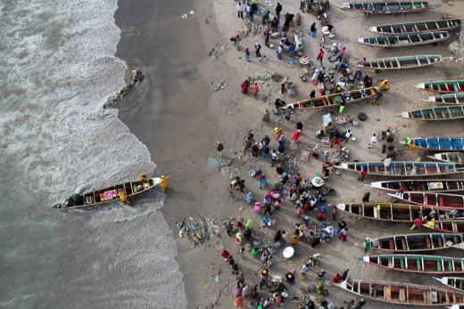 Vue aérienne du village de pêcheurs de Soumbédioune. Photo : Stéphane Blanco, prise avec un appareil fixé au cerf-volant.
