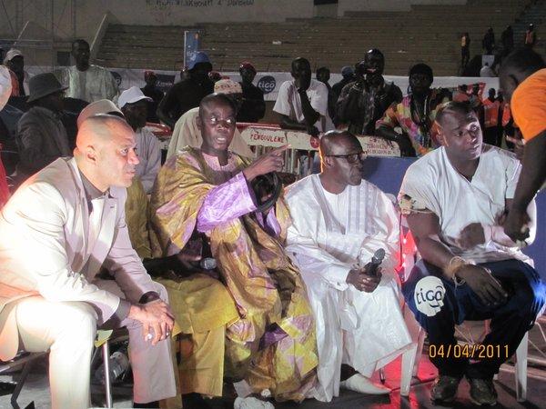 Favoritisme dans l'arène : Luc Nicolaï et Bécaye Mbaye visés