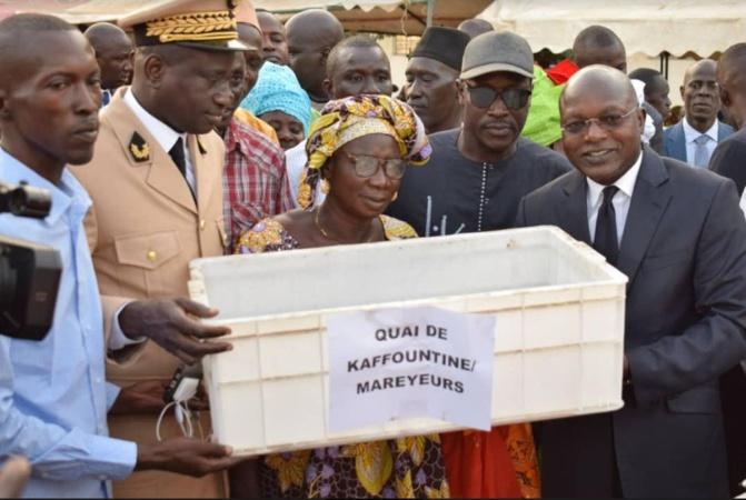 Pêche: Le ministre Oumar Guèye remet un important lot de matériels aux acteurs de la pêche artisanale