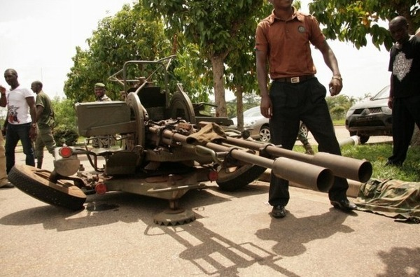 [PHOTOS] ARMES LOURDES DE (LAURENT GBAGBO) SAISIES A LA RÉSIDENCE FELIX HOUPHOUET BOIGNY DE YAMOUSSOUKRO
