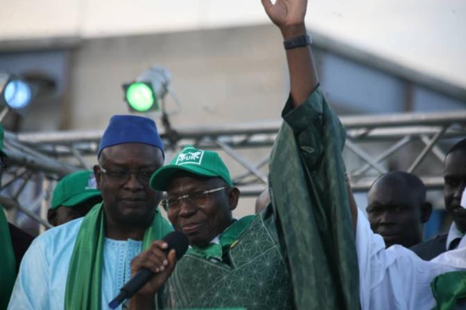 Candidat du Pur à la présidentielle de février prochain: Pr Issa Sall remplit à ras bord les allées du Centenaire et promet une batterie de mesures aux Sénégalais