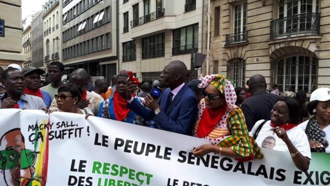 Groupe Consultatif : l'opposition vilipende Macky Sall à Paris