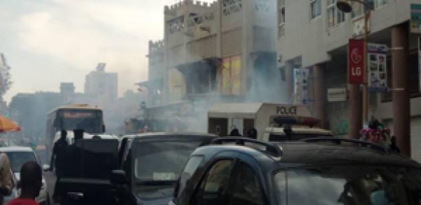 Descente de Barth et Sonko: La foule dispersée à coups de lacrymogènes