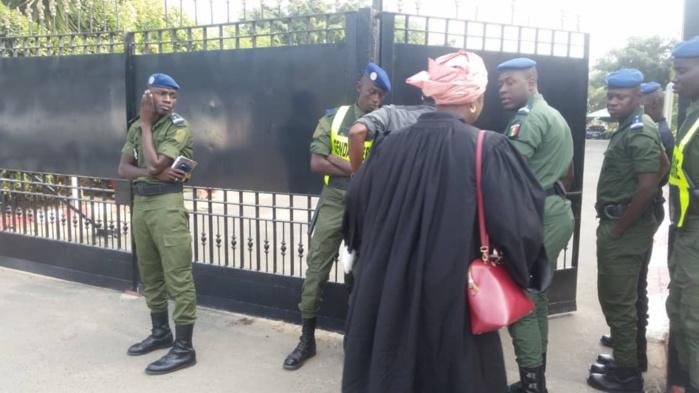 Procès Khalifa Sall : La Cour suprême sous haute surveillance policière (images)