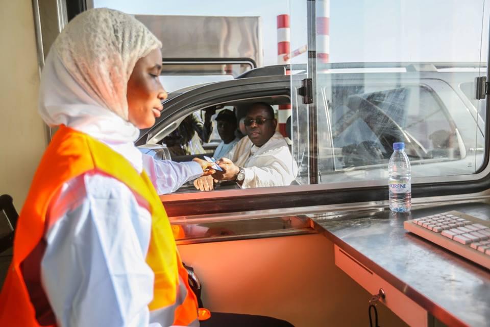 Photos : Macky Sall passe le péage de l'autoroute Ila Touba, regardez