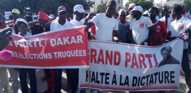 L'opposition a réussi le pari de la mobilisation (images)
