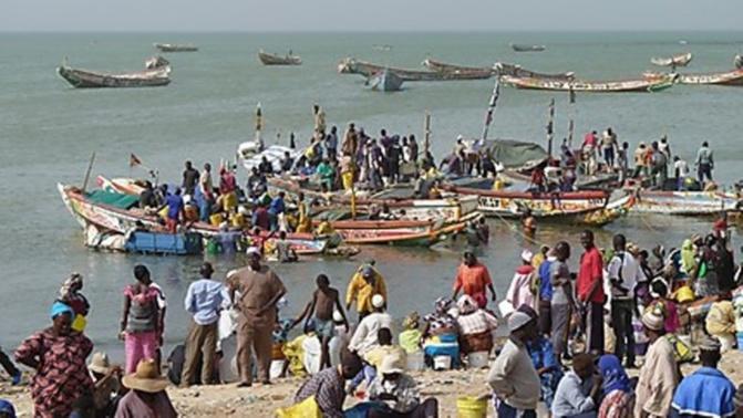 Soumbédioune: les pêcheurs barrent la Corniche pour réclamer du carburant