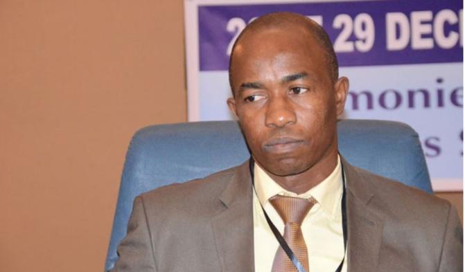 « Les magistrats, même en position de détachement, n'ont pas le droit d'adhérer à un parti politique et toute manifestation politique leur est interdite » (UMS)