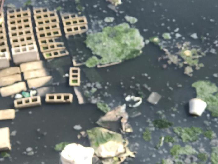 Photos : Canal d'évacuation des eaux usées barré : les habitants de la Cité Ouakam Extension pataugent dans les égouts