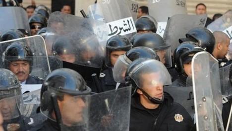 La police tunisienne disperse une manifestation