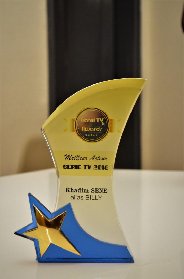 """LERAL AWARDS : Remise du trophée du """"Meilleur Acteur de l'année 2018"""" à Khadim Sène alias """"Billy"""" de la Série """"Pod et Marichou"""""""