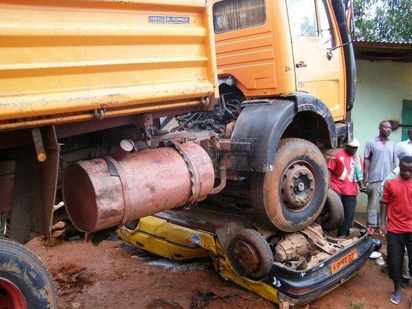 [Vidéo] Touba: Une jeune fille mortellement heurtée par un véhicule [âmes sensibles: s'abstenir]