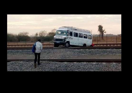 """Arrêt sur image- Un car """"Ndiaga Ndiaye"""" sur les rails du Ter (Images)"""