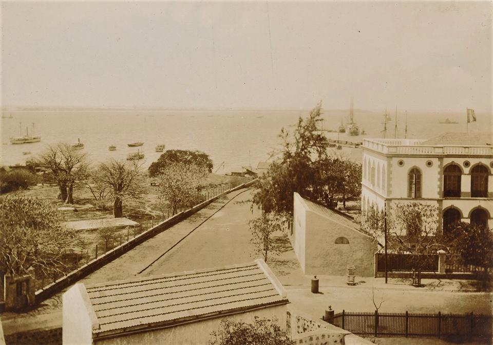 Carte postale - Reconnaîtrez-vous cet endroit en plein centre-ville à Dakar ?