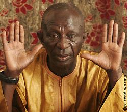 Doudou Ndiaye Rose aux jeunes : « Ne percez pas vos oreilles, enlevez vos rastas et relevez vos pantalons »