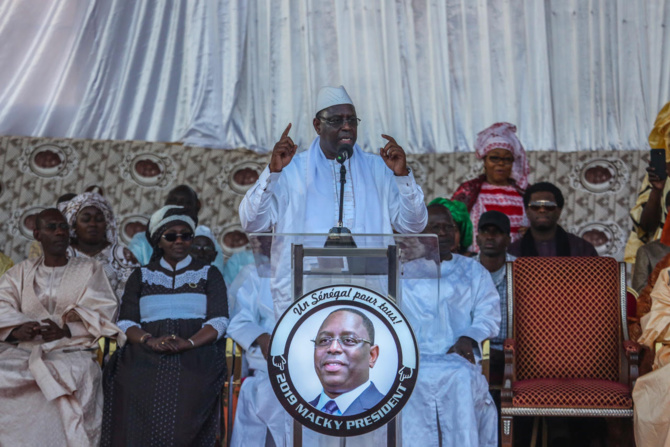 """Macky Sall s'offre un bain de foule à Mbacké: """"Pour diriger un pays, il faut une vision..."""""""