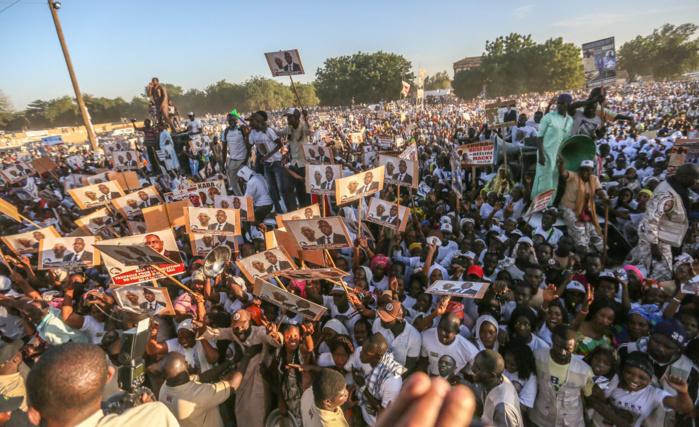 Macky Sall s'offre un bain de foule à Mbacké: