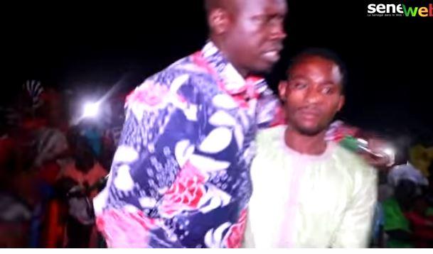 Vidéo- Au meeting du Pur, Ouzin Keïta chante Macky Sall et échappe de peu au lynchage