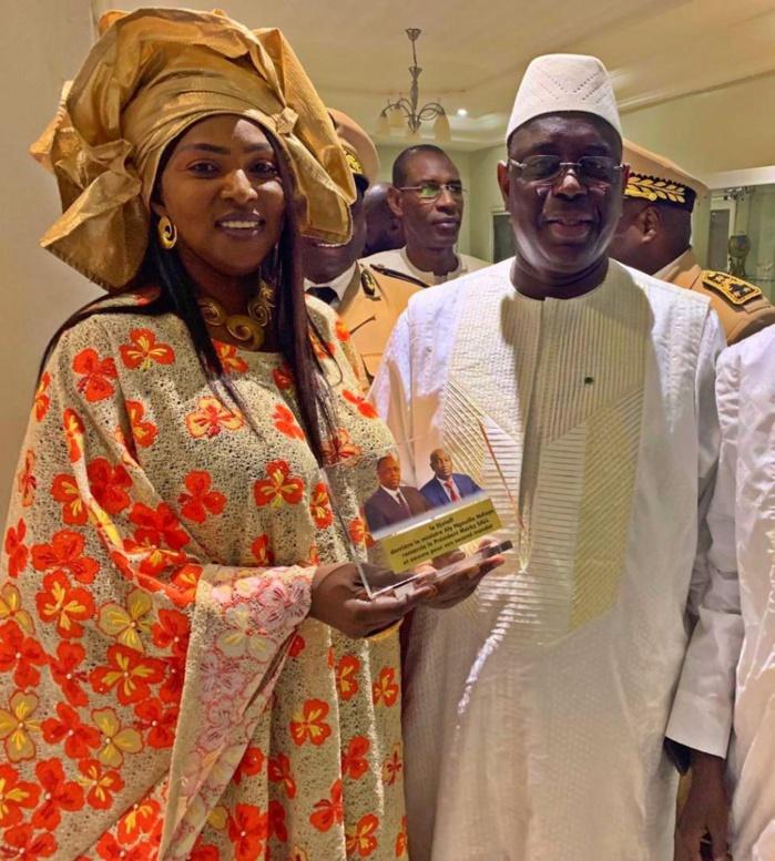Photos : L'épouse d'Aly Ngouille Ndiaye resplendissante de beauté aux côtés de Macky Sall