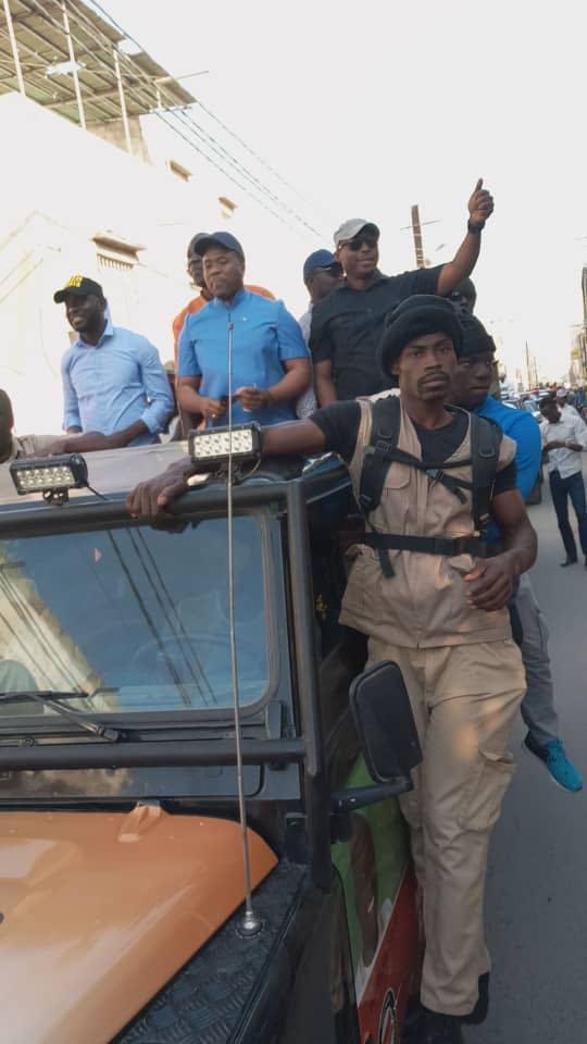 (07 Photos ) – Bougane et Barthélémy Dias, en caravane dans les rues de Dakar…