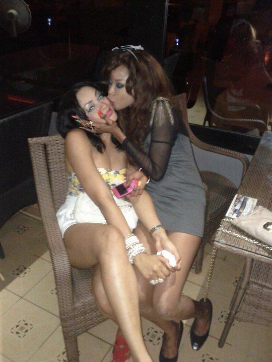 Photo : Gros bisou entre Adja Ndoye et sa copine