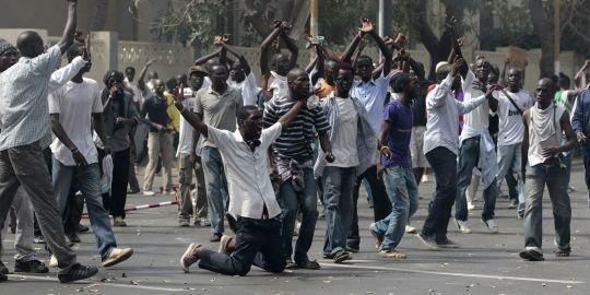 Arrêt sur images - LA BARBARERIE POLICIÈRE SENEGALAISE