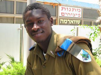 Avi Bari, clandestin guinéen devenu officier israélien
