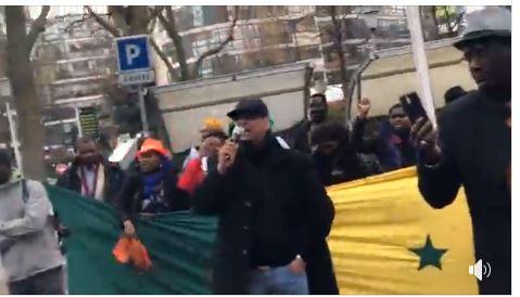 Urgent: L'opposition sénégalaise manifeste devant le siège RFI et France24