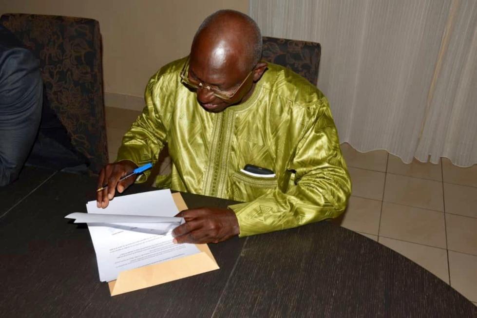 Photos : Issa Sall a signé la déclaration commune des candidats de l'opposition