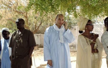 """Wade à Bourgi : """"Allo, tonton ?"""" et c'est le Sénégal qui tousse"""