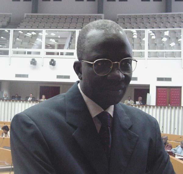 Document : Le ministre Moustapha Sourang mêlé au scandale des bourses à l'Université