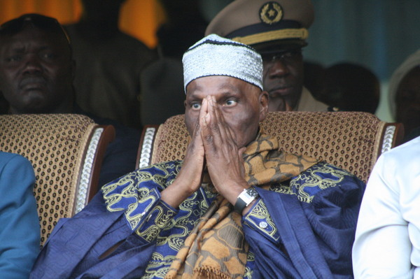 Abdoulaye Wade persiste et signe