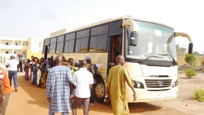 Photos : Bus aux élèves de Kédougou, Macky Sall tient sa promesse