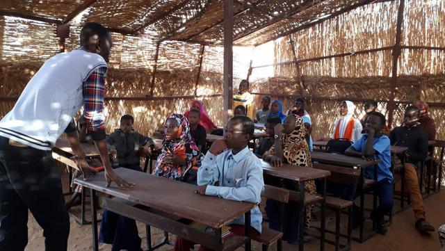 Selon l'enquête de l'OIF, 60% des locuteurs quotidiens du français se trouvent désormais sur le continent africain (photo: classe passerelle à Niamey au Niger). RFI/Alice Milot